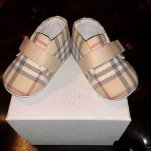 Infant Girl's Burberry shoes